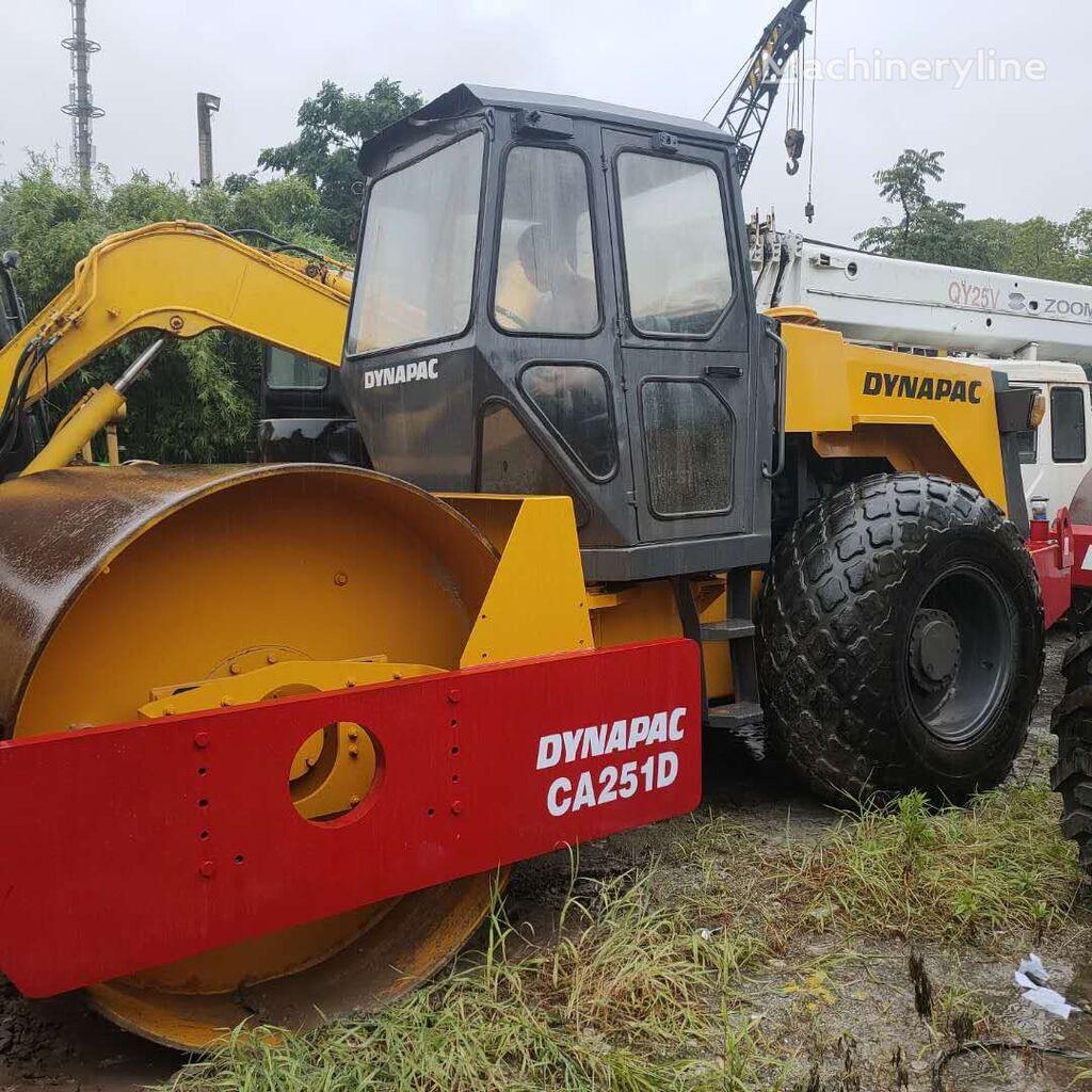 DYNAPAC CA 251 compactador de asfalto